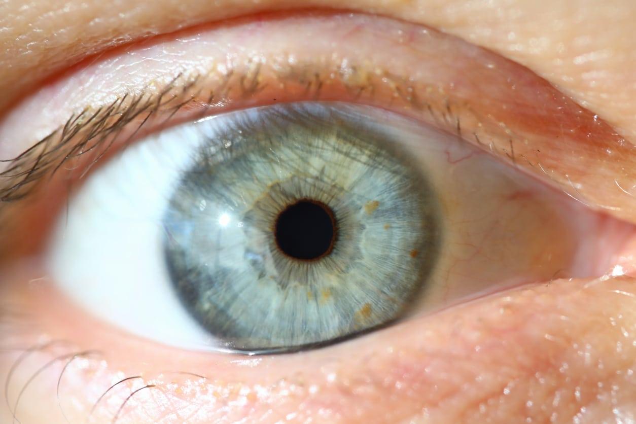 Israeli doctors identify and fix post-vaccine problem for transplanted corneas